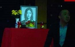 Phẫn nộ với bức ảnh phía trước là Trấn Thành, đằng sau là bàn thờ ca sĩ nhóm T-ara