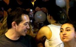 """Du khách nước ngoài mê man với bóng cười ở Hà Nội: """"Ở đây bóng còn có cả trong thực đơn"""""""