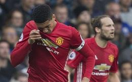 """Smalling dính chấn thương, Mourinho """"ê mặt"""" vì trách nhầm học trò"""