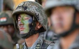 7 ngày qua ảnh: Binh sĩ Trung Quốc mệt nhoài sau khi tập trận với Ấn Độ