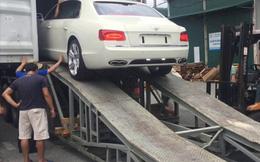 Thót tim xem cảnh hạ container những xe siêu sang như Bentley hay Rolls-Royce