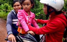 Tình tiết bất ngờ trong vụ trao nhầm con ở Bình Phước: Một gia đình nhận nuôi cả 2 bé