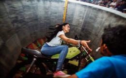 """Cô gái 18 tuổi khiến đàn ông cũng phải """"chào thua"""" trước trò lái mô tô bay mạo hiểm"""