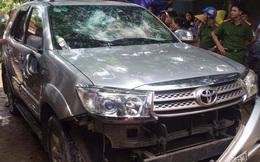 """Người dân bức xúc chặn xe, đập kính ô tô của người phụ nữ tự """"bắt cóc"""" con"""