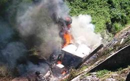 Tài xế chết cháy thương tâm trong cabin chiếc xe sau khi lật nhào xuống vực