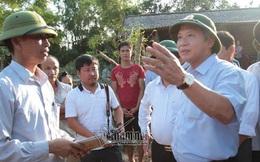 Bộ trưởng TT&TT trao 100 tấn gạo, hơn 1 tỷ cho vùng lũ