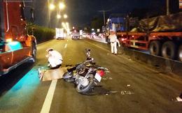 Chạy vào làn đường ô tô, 2 sinh viên bị cán thương vong