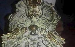 Đi hái rau má, 2 nông dân phát hiện vật lạ có hình rồng