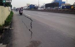 Mặt đường Quốc lộ 1 bị nứt toác kéo dài gần 10m ở Sài Gòn