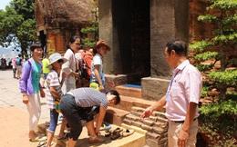 Nhiều điểm tham quan ở Nha Trang gắn biển cấm người nước ngoài thuyết minh