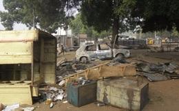 2 nữ sinh nổ tung thân mình, 56 người chết