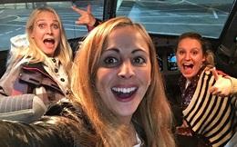 Chiếm nguyên cả cái máy bay, ba người phụ nữ mở tiệc ăn mừng, quậy tung khoang hành khách