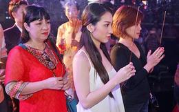 Các sao nữ Việt liên tục gây tranh luận khi đi cúng Tổ nghề