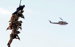 24h qua ảnh: Đặc nhiệm Bỉ treo người trên không chống khủng bố