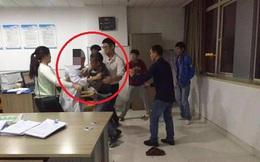 Không làm theo yêu sách của người nhà bệnh nhân, bác sĩ bị đâm 9 nhát thừa sống thiếu chết