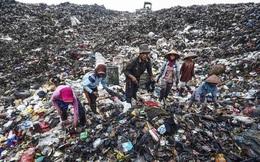 """Bên trong """"núi rác"""" nuôi sống 5.000 người dân nghèo Indonesia"""