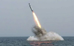 """Chuyên gia Mỹ """"choáng"""" với công nghệ tên lửa của Triều Tiên"""