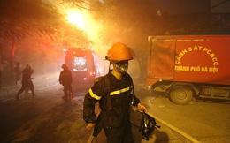 Ảnh, clip vụ cháy lớn tại quán karaoke trên đường Nguyễn Khang - Hà Nội