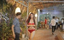 Choáng cảnh nhân viên bikini phục vụ bàn ở quán ăn Hà Nội
