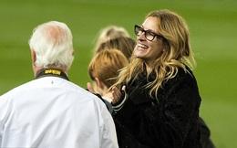 """""""Người đàn bà đẹp"""" bất ngờ an ủi Man United sau trận hòa thất vọng"""