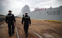 Đắt không xắt ra miếng: Siêu hạm 4,4 tỷ đô ngất giữa đường, Trump đối diện câu hỏi hóc búa