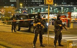 Cảnh sát vũ trang hạng nặng kiểm soát, sơ tán sân bay Amsterdam