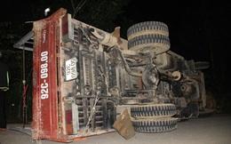 Kinh hoàng xe chở gỗ xuống dốc hỏng phanh, 5 người thương vong