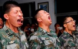 Lính con một Trung Quốc: Suốt 1 năm, đêm nào cũng khóc nhè trong chăn