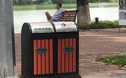 Thùng rác có in chữ Trung Quốc lắp quanh Hồ Gươm?