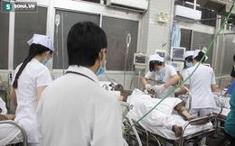 Bệnh nhân tung cửa, ôm bụng chạy vào đòi được bác sĩ cấp cứu gấp