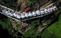 Thót tim với màn trình biểu diễn nghệ thuật của nhóm mỹ nữ trên vách núi