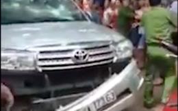 Điều tra vụ nhiều người dân đập phá xe ô tô Fortuner của người mẹ chiếm đoạt con trai 2 tuổi