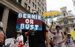 Đảng Dân chủ của bà Clinton bị chia rẽ trầm trọng