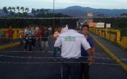 Binh sỹ hải quân Venezuela đấu súng với cảnh sát Colombia