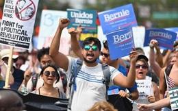 Sanders chật vật khuyên người ủng hộ mình hướng về Hillary Clinton
