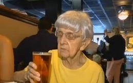 Bí quyết sống lâu của cụ bà 103 tuổi này là một vại bia lạnh mỗi ngày