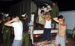 Người dân hoảng sợ khi nhóm cai nghiện cầm hung khí ra chặn đường