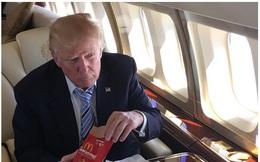 Donald Trump đăng hình ăn mừng chiến thắng gây sốt cộng đồng mạng