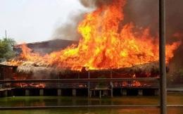 Bắc Ninh: Hai nhà hàng tiền tỷ trên hồ bốc cháy dữ dội