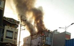 Quán karaoke bất ngờ bốc cháy dữ dội, khách và nhân viên bỏ chạy tán loạn