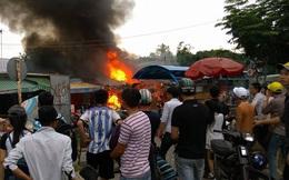 TPHCM: Cháy ngùn ngụt ở chợ đêm làng đại học, người dân ôm đồ tháo chạy