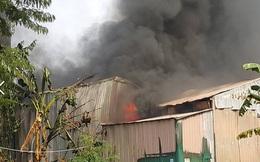 Xưởng ô tô cháy ngùn ngụt sau tiếng nổ lớn