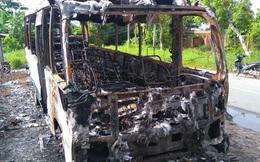 Xe khách cháy trơ khung ở Bạc Liêu