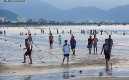 """Bất ngờ: Biển Đà Nẵng đang bị """"đầu độc"""" hàng ngày"""