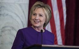Bà Clinton gửi thông điệp cuối năm, tránh nhắc đến ông Trump