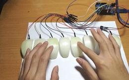 Biết chút ít về điện tử, bạn có thể tự chế một chiếc đàn Piano bằng... củ hành tây