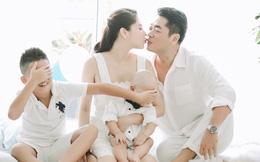 Con trai Kiwi Ngô Mai Trang che mặt khi thấy bố mẹ hôn nhau