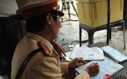 Tranh cãi: Dân có quyền kiểm tra giấy tờ của Cảnh sát giao thông?