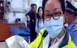 Nghẹt thở giây phút cứu mạng bé sơ sinh bị mẹ vứt trong bồn cầu ở bệnh viện
