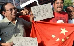 """Đồng loạt tẩy chay hàng Trung Quốc: Người Ấn Độ quyết """"dạy Bắc Kinh một bài học"""""""